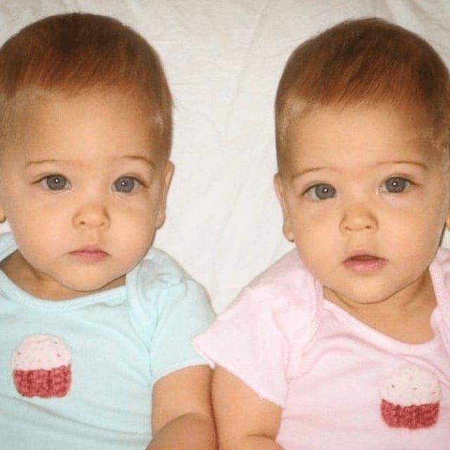 piękne bliźniaczki
