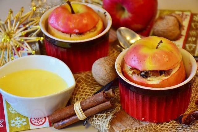 Pieczone jabłko z rodzynkami