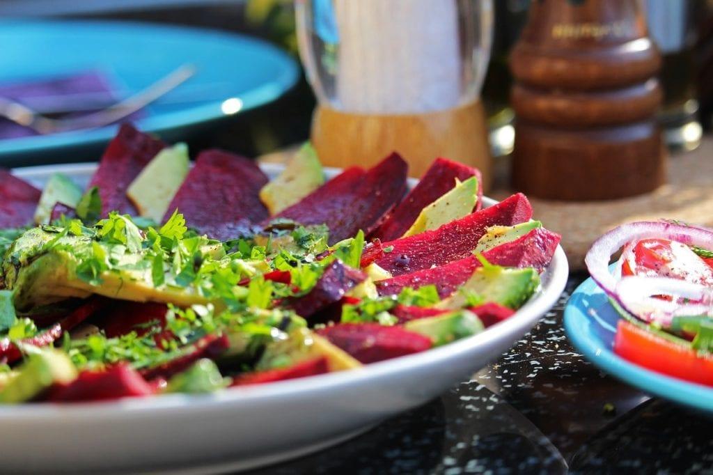 szybkie przekąski: salatka carpaccio