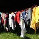 Jak usunąć trudne plamy z ubrań