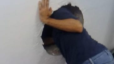 Mężczyzna znalazł dziwną dziurę w swojej ścianie