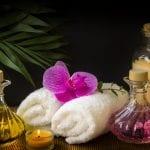 Ręczniki do twarzy oraz olejki eteryczne.